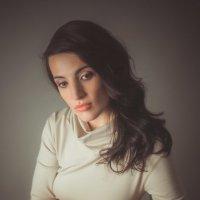 Портрет девушки в студии :: Михаил Кучеров