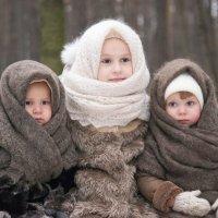 Дети в зимнем лесу :: Виктор Куприянов