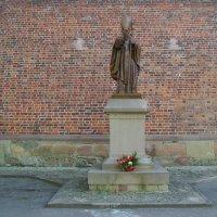 Памятник  Иоанну  Павлу  Второму  в  Дрогобыче :: Андрей  Васильевич Коляскин