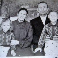 С внучками. 1956 год :: Нина Корешкова