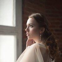 У окна :: Евгения Лисина