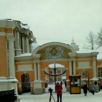 Кино снимают в Александра-Невской Лавре. :: Светлана Калмыкова