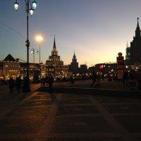 Тени вечерней Москвы :: Денис Бедарев
