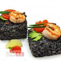 Интереная еда из черного риса. :: Анна Мандрикян