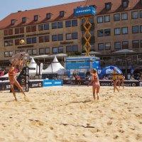 Пляжный волейбол в центре Нюрнберга :: Олег Неугодников