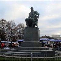Памятник Грибоедову :: Вера
