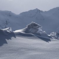 Мороз лепит из снега таинственных стражей Эльбруса :: Zifa Dimitrieva