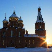 Храм в лучах солнца :: Евгений Карелин