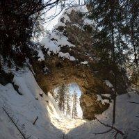 камень дыроватый :: Константин Трапезников