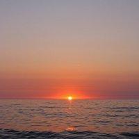 На небе только и разговоров, что о море и о закате. ..(с) :: Elena N