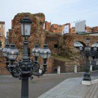 Современный город на фоне древностей. Болонья. Италия :: Анна Авантажная