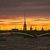 закат над Петропавловкой :: Елена
