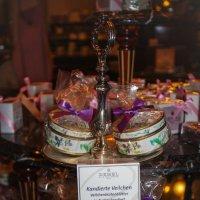 Засахаренная фиалка продается в королевской кондитерской Демель. :: Мария Корнилова