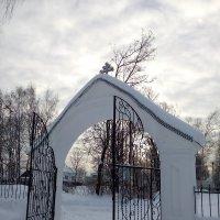 Ворота храма. :: Сергей