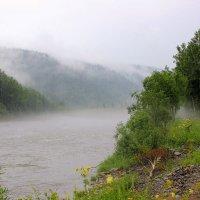 Туман по реке :: Сергей Чиняев