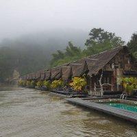 Плавучий отель на реке Квай :: Марина Мудрова