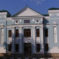 Административное  здание  в  Калуше :: Андрей  Васильевич Коляскин