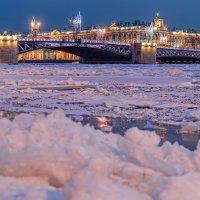 Вид на Дворцовый мост :: Константин Бобинский