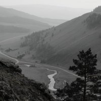 А внизу бежит река... :: Ольга Чистякова