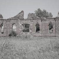 Старая церковь :: Михаил Ивах