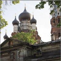 Дом у храма :: Елена Васильева
