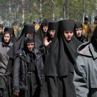 Крестный ход - монахини :: Сергей Яценко