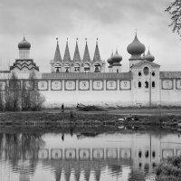 Тихвинский  монастырь :: Alexander Roschin