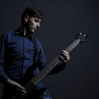 Бас-гитарист :: Александр Семеняка