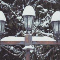 Уличный фонарь в снегу :: Геннадий Хоркин