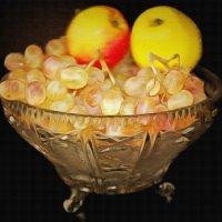 Яблоки и виноград :: Анатолий Чикчирный