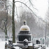 Исаакий в снегопад :: Valerii Ivanov