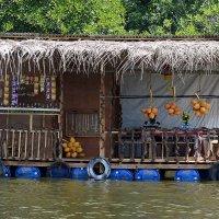 Магазин на реке :: Асылбек Айманов