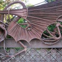 Усадьба Гуэля. Драконовы ворота - подлинный шедевр каталонского художественного металла :: Елена Смолова