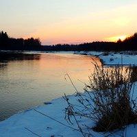 Уходит солнце на покой и поджигает горизонта кромку :: Павлова Татьяна Павлова