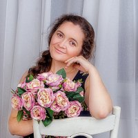 Девушка с цветами :: Tatyana Smit