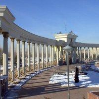 Парковая колоннада. :: Сергей Савич.