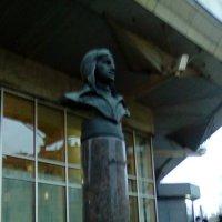 Памятник летчику Чкалову. :: Светлана Калмыкова