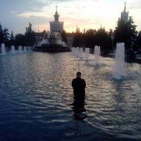 Одинокий рыбак в поисках вечернего карася. :: Игорь Овсянников