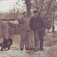 Давно уже нет ни этих людей, ни этой улицы... 1956 год :: Нина Корешкова