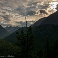 хмурый вечер в горах :: Константин Шабалин