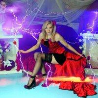 с её характером и гром и молнии сверкали с ниоткуда... :: Елена ПаФОС