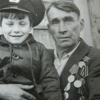 Дед и внук :: Александр Тарасенко