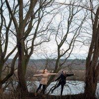 Танец на природе :: Витя Ярмолинский