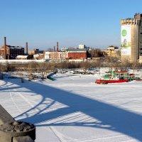 Старый мост, тень на льду :: Олег Манаенков