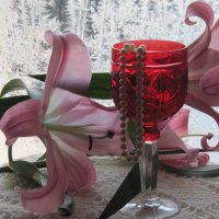 Бокал, жемчуг и лилия :: Маера Урусова