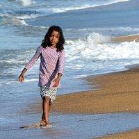 Девочка на пляже 1/2 :: Асылбек Айманов