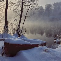 Лодка в снегу :: Михаил Бабаков