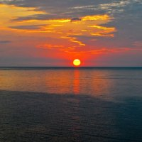 Рассвет на море Азовском. :: владимир