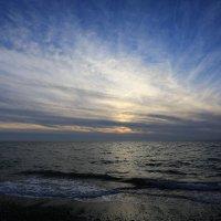 Закат в пасмурный день :: valeriy khlopunov