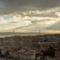 """Лиссабон, Португалия. Вид на мост """"25 апреля"""" :: Alena Cardoso"""